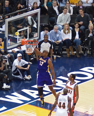 Andrew Bynum Dunk