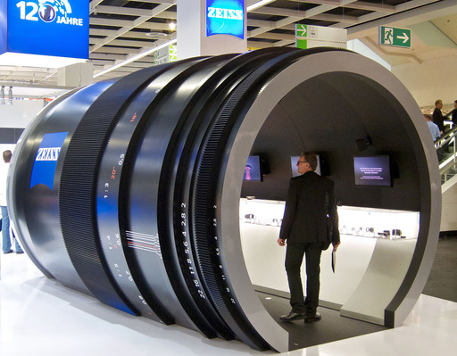 giant_zeiss_lens.jpg