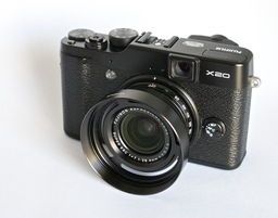 fujifilm-x20-with-lenshood.jpg